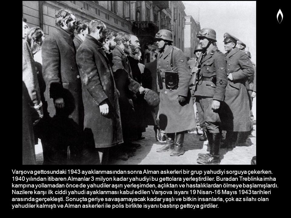 Varşova gettosundaki 1943 ayaklanmasından sonra Alman askerleri bir grup yahudiyi sorguya çekerken. 1940 yılından itibaren Almanlar 3 milyon kadar yah