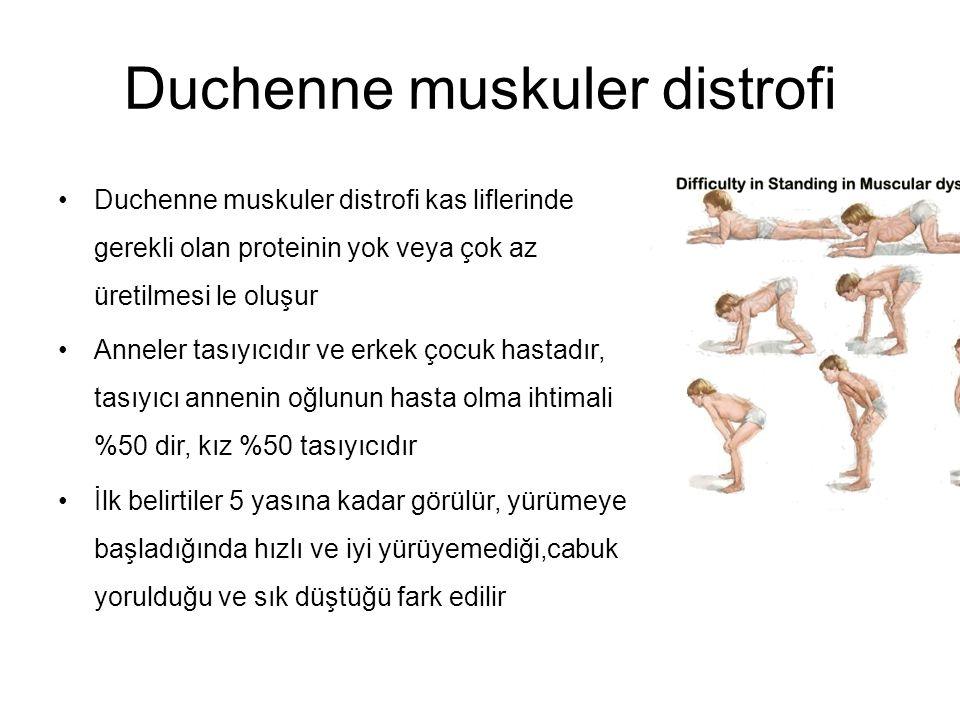 Duchenne muskuler distrofi Duchenne muskuler distrofi kas liflerinde gerekli olan proteinin yok veya çok az üretilmesi le oluşur Anneler tasıyıcıdır ve erkek çocuk hastadır, tasıyıcı annenin oğlunun hasta olma ihtimali %50 dir, kız %50 tasıyıcıdır İlk belirtiler 5 yasına kadar görülür, yürümeye başladığında hızlı ve iyi yürüyemediği,cabuk yorulduğu ve sık düştüğü fark edilir