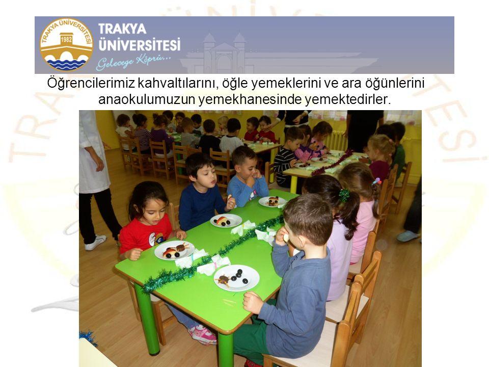 Öğrencilerimiz kahvaltılarını, öğle yemeklerini ve ara öğünlerini anaokulumuzun yemekhanesinde yemektedirler.