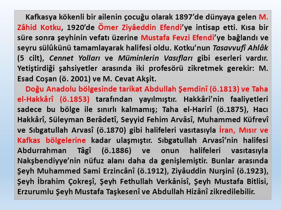 Kafkasya kökenli bir ailenin çocuğu olarak 1897'de dünyaya gelen M. Zâhid Kotku, 1920'de Ömer Ziyâeddin Efendi'ye intisap etti. Kısa bir süre sonra şe