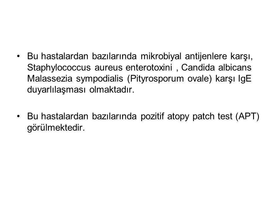 Bu hastalardan bazılarında mikrobiyal antijenlere karşı, Staphylococcus aureus enterotoxini, Candida albicans Malassezia sympodialis (Pityrosporum ovale) karşı IgE duyarlılaşması olmaktadır.