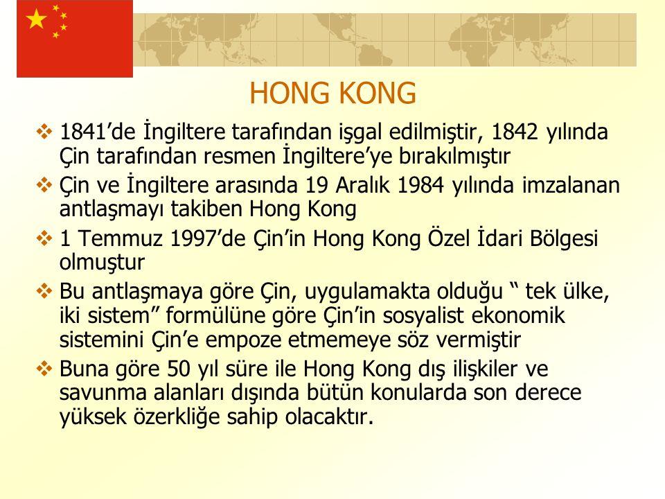  1841'de İngiltere tarafından işgal edilmiştir, 1842 yılında Çin tarafından resmen İngiltere'ye bırakılmıştır  Çin ve İngiltere arasında 19 Aralık 1984 yılında imzalanan antlaşmayı takiben Hong Kong  1 Temmuz 1997'de Çin'in Hong Kong Özel İdari Bölgesi olmuştur  Bu antlaşmaya göre Çin, uygulamakta olduğu tek ülke, iki sistem formülüne göre Çin'in sosyalist ekonomik sistemini Çin'e empoze etmemeye söz vermiştir  Buna göre 50 yıl süre ile Hong Kong dış ilişkiler ve savunma alanları dışında bütün konularda son derece yüksek özerkliğe sahip olacaktır.