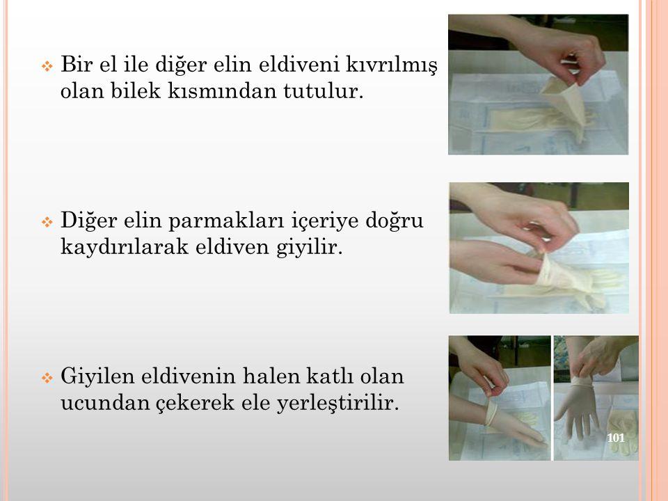  Bir el ile diğer elin eldiveni kıvrılmış olan bilek kısmından tutulur.  Diğer elin parmakları içeriye doğru kaydırılarak eldiven giyilir.  Giyilen