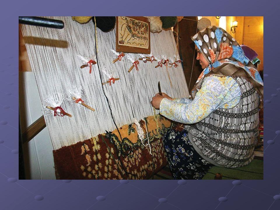 Halı ve Kilim Dokumacılığı: El dokuma ve halı ve kilimciliğin yaygın olduğu yerler: Isparta,Bünyan(Kayseri), Gördes,Kula,Demirci(Manisa),Uşak,Tokat, Sivas,Nevşehir,Erzurum ve Ağrı.