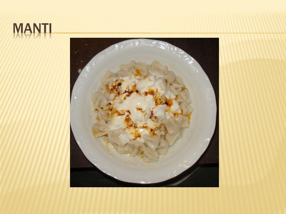  Hamuru icin: 3 su bardagi un 1 adet yumurta 1 kahve fincani su 1 cay kasigi tuz Ici icin: 250-300 gr kiyma 1 adet ince kiyilmis sogan 4-5 dal maydanoz, ince ince kesilmis tuz, karabiber Uzeri icin: 1/2 kg yogurt 2 dis sarimsak, ezilmis 5 yemek kasigi siviyag (ya da tereyagi) 1 yemek kasigi biber salcasi 1 cay kasigi pul biber Haslamak icin: 8 bardak su, 2 cay kasigi tuz
