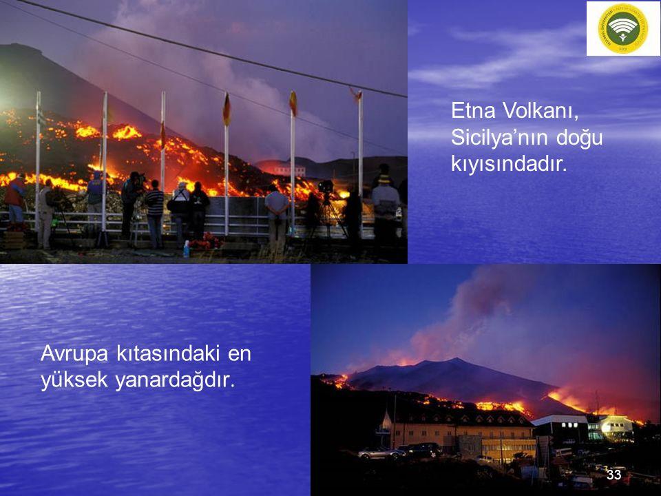 Etna Volkanı, Sicilya'nın doğu kıyısındadır. Avrupa kıtasındaki en yüksek yanardağdır. 33