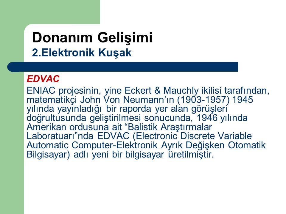 EDVAC ENIAC projesinin, yine Eckert & Mauchly ikilisi tarafından, matematikçi John Von Neumann'ın (1903-1957) 1945 yılında yayınladığı bir raporda yer