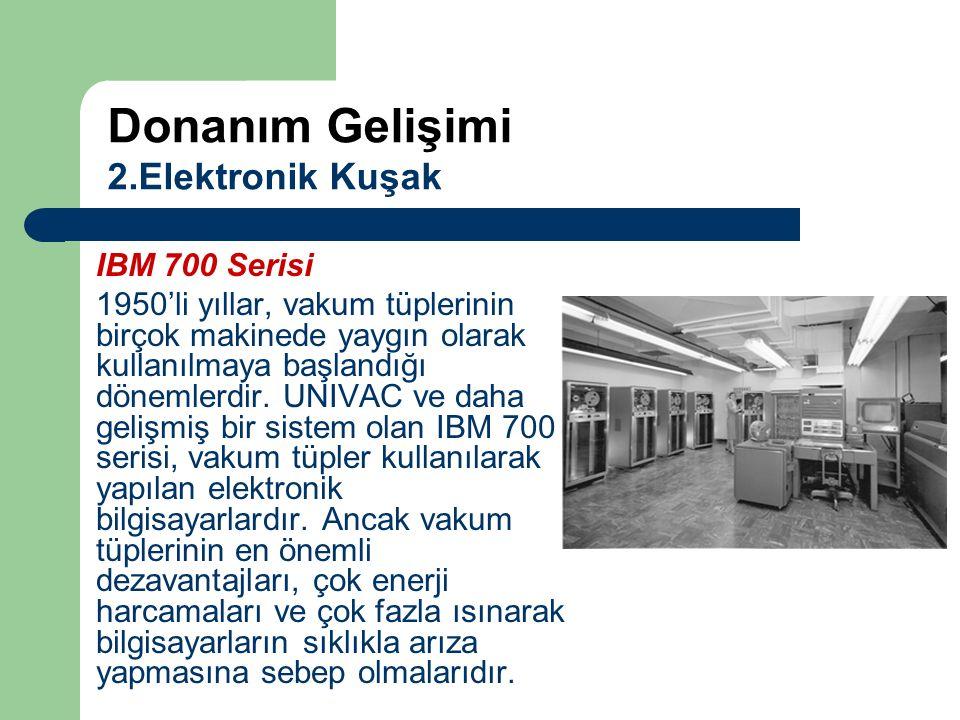 IBM 700 Serisi 1950'li yıllar, vakum tüplerinin birçok makinede yaygın olarak kullanılmaya başlandığı dönemlerdir. UNIVAC ve daha gelişmiş bir sistem
