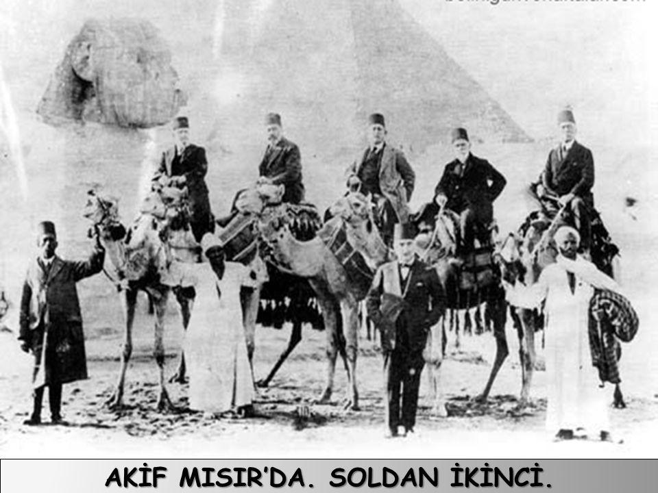 AKİF MISIR'DA. SOLDAN İKİNCİ.