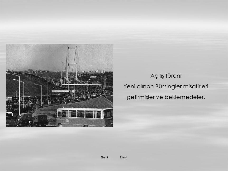 İleriGeri 30 Ekim 1973 Açılış günü hazırlıkları mobil şeref tribünü araçları gidiyorlar …