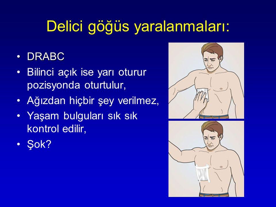 Delici göğüs yaralanmaları: DRABCDRABC Bilinci açık ise yarı oturur pozisyonda oturtulur, Ağızdan hiçbir şey verilmez, Yaşam bulguları sık sık kontrol
