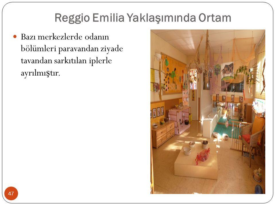 Reggio Emilia Yaklaşımında Ortam Bazı merkezlerde odanın bölümleri paravandan ziyade tavandan sarkıtılan iplerle ayrılmı ş tır.