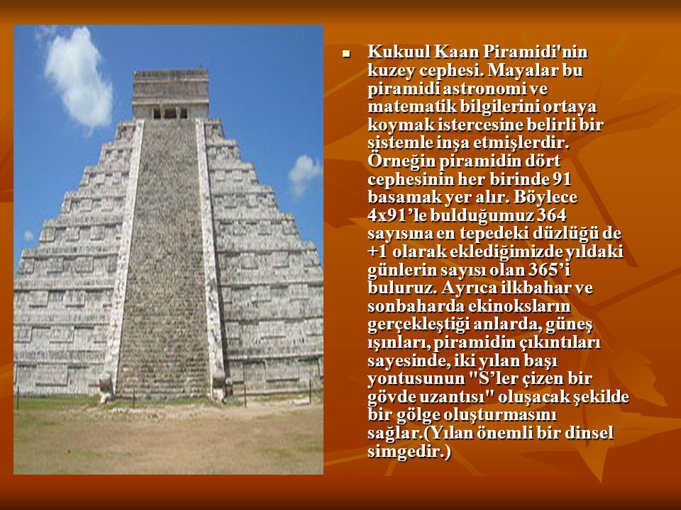 Kukuul Kaan Piramidi nin kuzey cephesi.