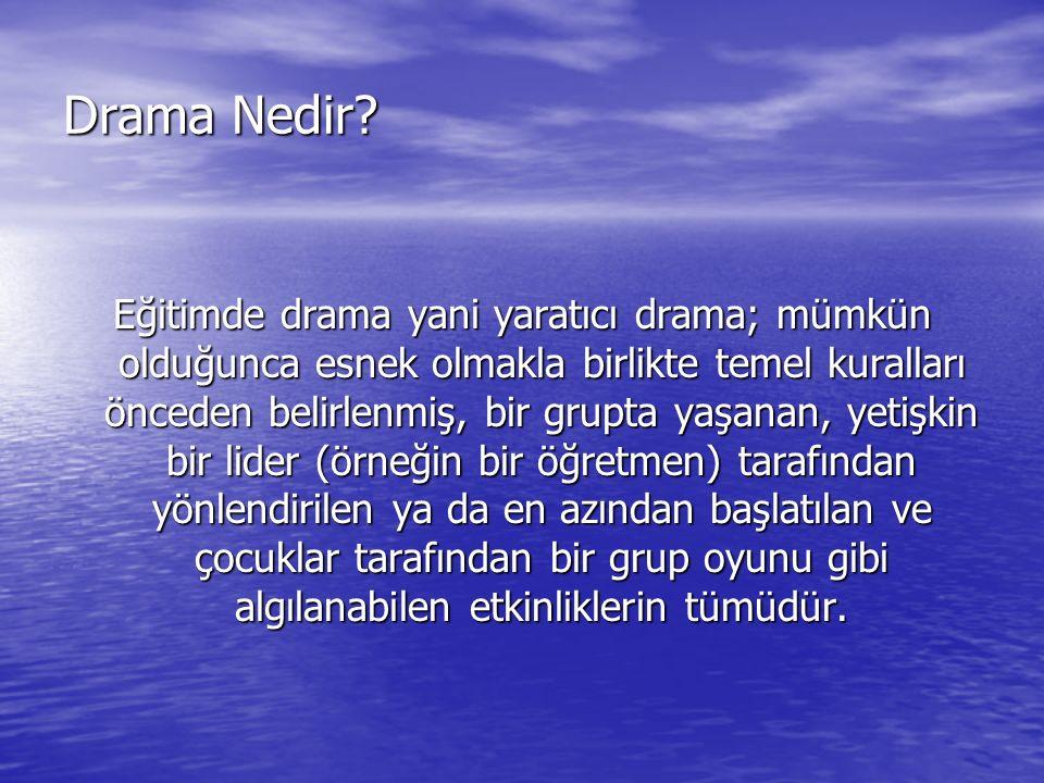 Drama Nedir? Eğitimde drama yani yaratıcı drama; mümkün olduğunca esnek olmakla birlikte temel kuralları önceden belirlenmiş, bir grupta yaşanan, yeti