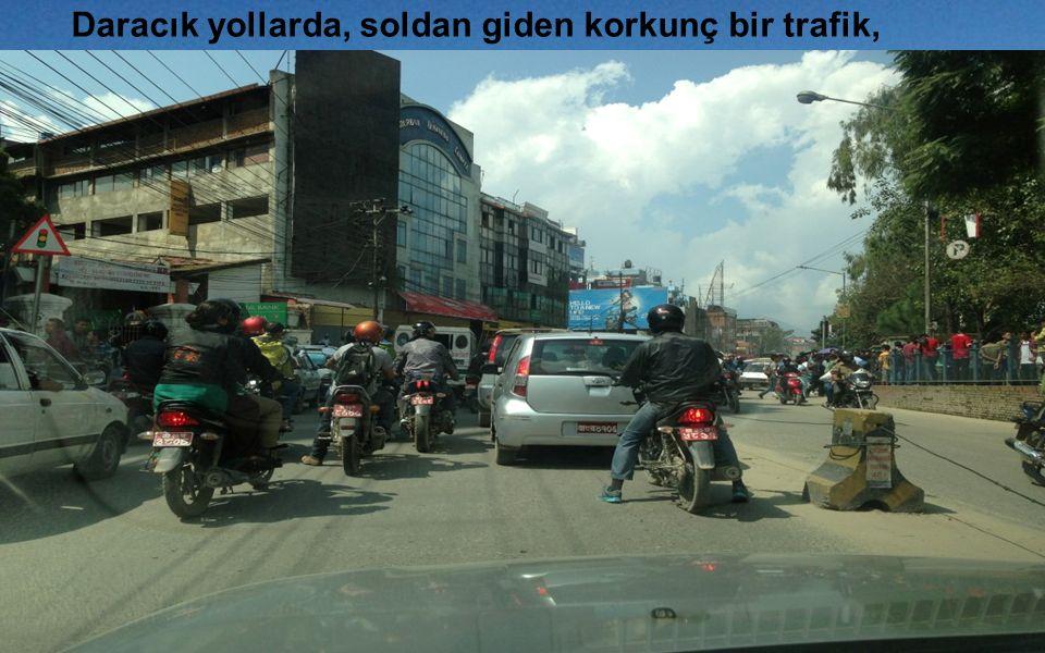Daracık yollarda, soldan giden korkunç bir trafik,