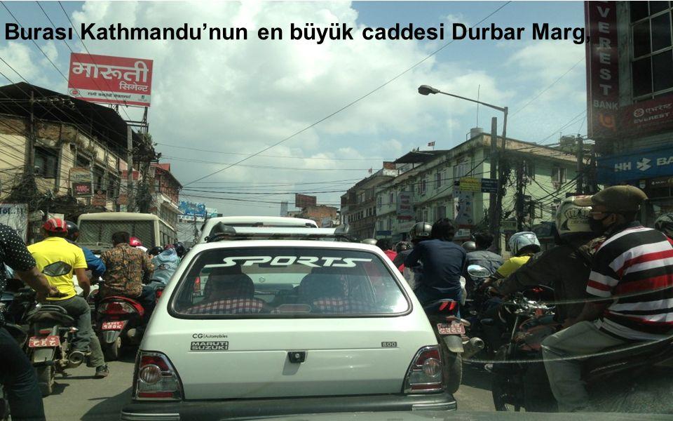 Burası Kathmandu'nun en büyük caddesi Durbar Marg,
