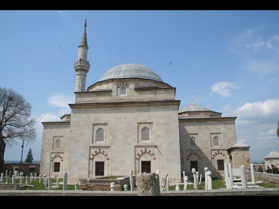 Padişah II. Murat, Mevlana Celaleddin-i Rumi yi caminin bugünkü yerinde rüyasında görür.