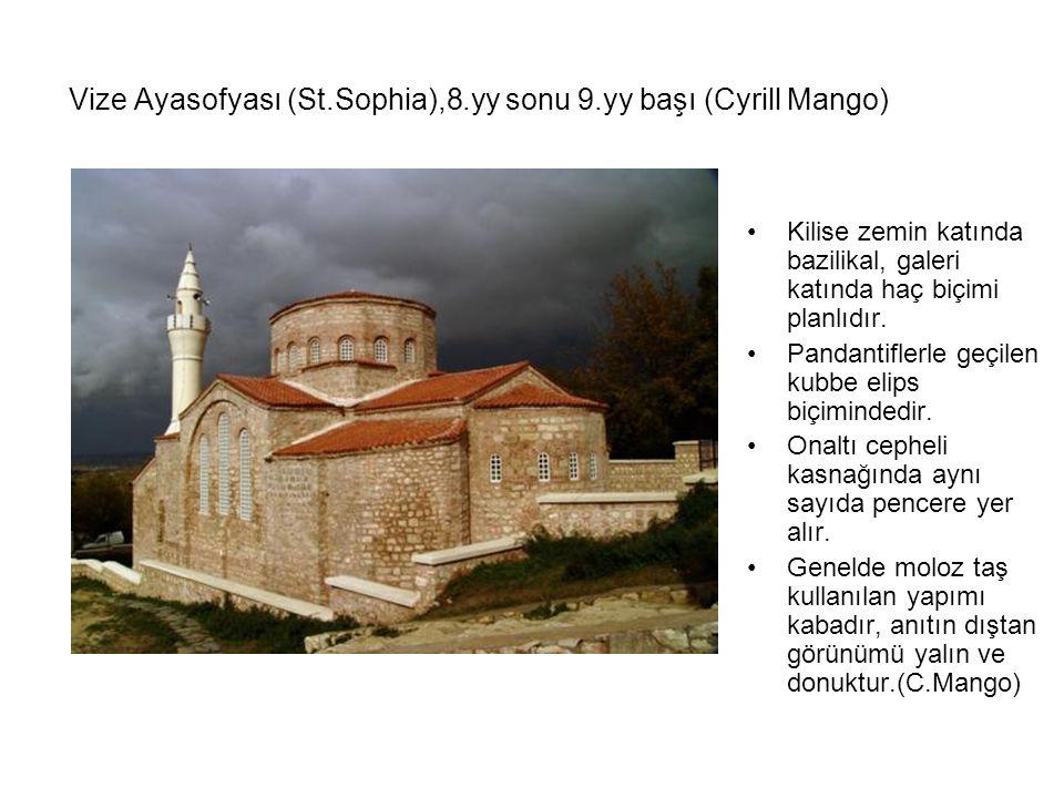 Vize Ayasofyası (St.Sophia),8.yy sonu 9.yy başı (Cyrill Mango) Kilise zemin katında bazilikal, galeri katında haç biçimi planlıdır. Pandantiflerle geç