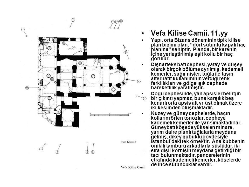 """Vefa Kilise Camii, 11.yy Yapı, orta Bizans döneminin tipik kilise plan biçimi olan, """"dört sütunlu kapalı haç planına"""" sahiptir. Planda, bir karenin iç"""