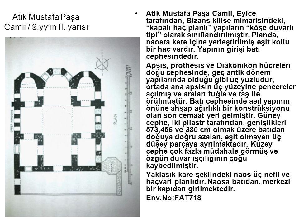 """Atik Mustafa Paşa Camii, Eyice tarafından, Bizans kilise mimarisindeki, """"kapalı haç planlı"""" yapıların """"köşe duvarlı tipi"""" olarak sınıflandırılmıştır."""
