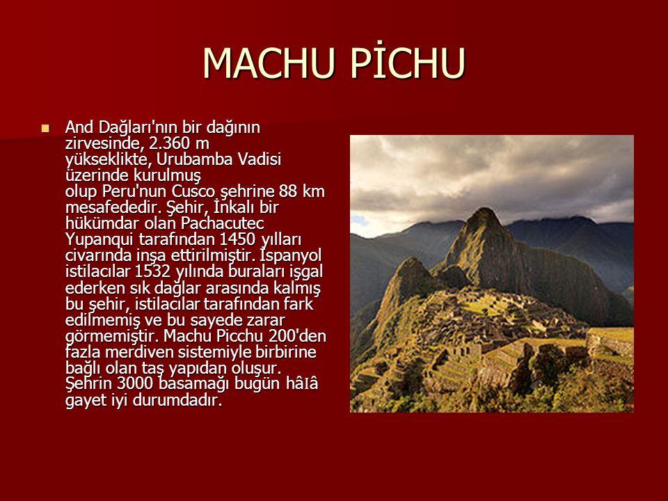 MACHU PİCHU And Dağları'nın bir dağının zirvesinde, 2.360 m yükseklikte, Urubamba Vadisi üzerinde kurulmuş olup Peru'nun Cusco şehrine 88 km mesafeded