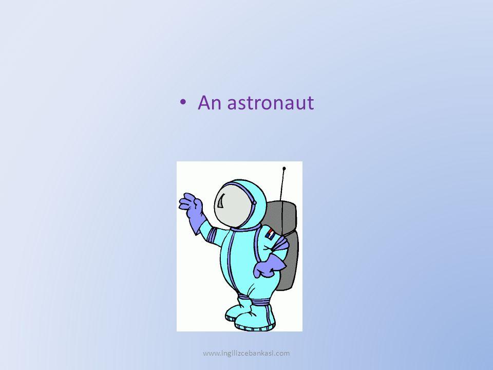 An astronaut www.ingilizcebankasi.com