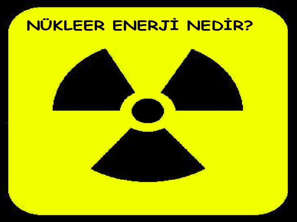 uranyum Ağır radyoaktif (Uranyum gibi) atomların bir nötronun çarpması ile daha küçük atomlara bölünmesi (fisyon) veya hafif radyoaktif atomların birleşerek daha ağır atomları oluşturması (füzyon) sonucu çok büyük bir miktarda eneji açığa çıkar.