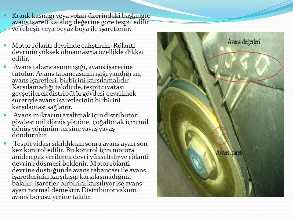 Krank kasnağı veya volan üzerindeki başlangıç avans işareti katalog değerine göre tespit edilir ve tebeşir veya beyaz boya ile işaretlenir. Motor röla