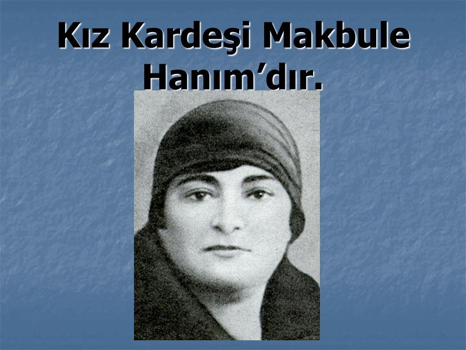 Kız Kardeşi Makbule Hanım'dır.