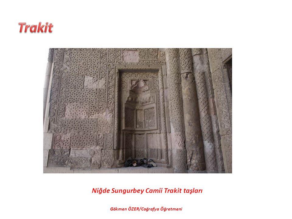Niğde Sungurbey Camii Trakit taşları