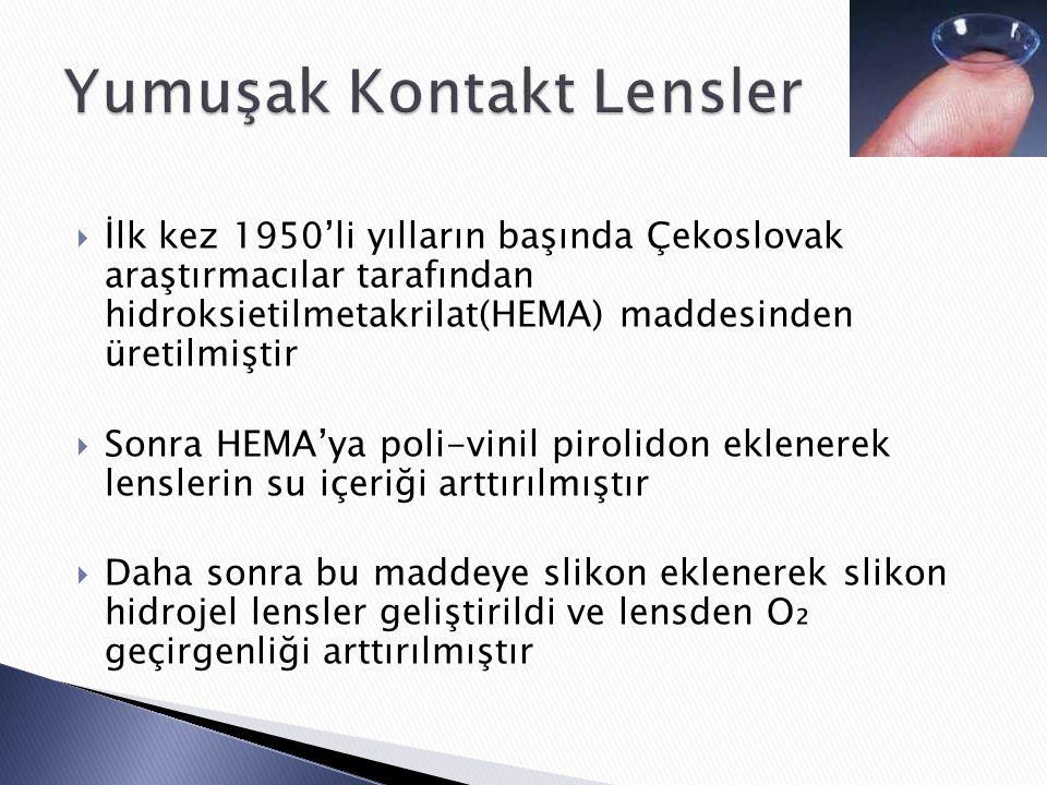  İlk kez 1950'li yılların başında Çekoslovak araştırmacılar tarafından hidroksietilmetakrilat(HEMA) maddesinden üretilmiştir  Sonra HEMA'ya poli-vinil pirolidon eklenerek lenslerin su içeriği arttırılmıştır  Daha sonra bu maddeye slikon eklenerek slikon hidrojel lensler geliştirildi ve lensden O₂ geçirgenliği arttırılmıştır