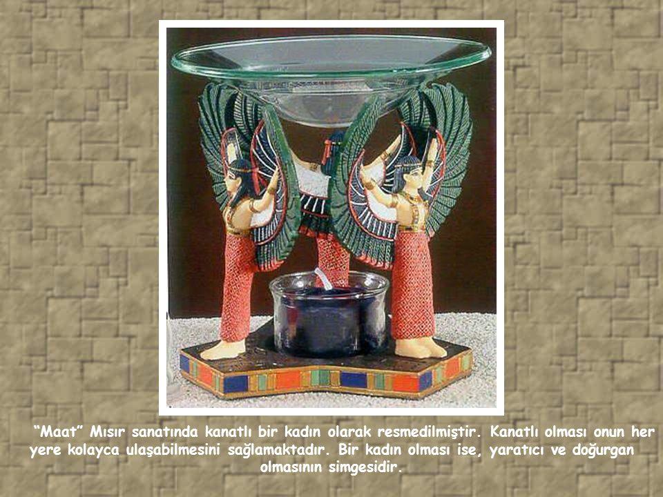 Maat Mısır sanatında kanatlı bir kadın olarak resmedilmiştir.