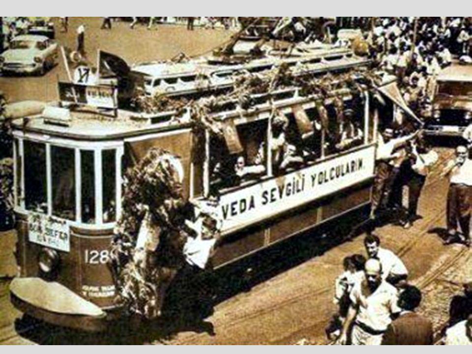 Istanbul için vazgeçilmez gibi görülen tramvaylar, 1956 sonbaharında başlayan İmar hareketleri nden nasibini aldı.