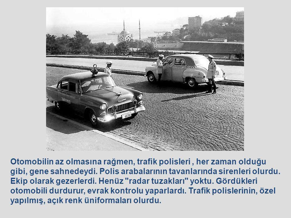 Otomobiller, 3 vitesli olur, vites direksiyondan değiştirilirdi.