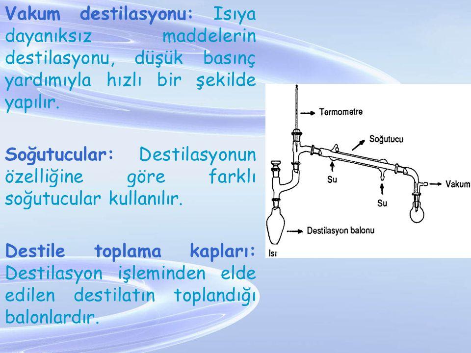 Vakum destilasyonu: Isıya dayanıksız maddelerin destilasyonu, düşük basınç yardımıyla hızlı bir şekilde yapılır. Soğutucular: Destilasyonun özelliğine