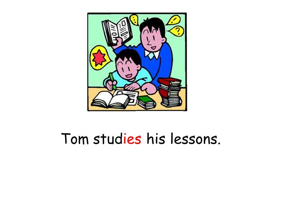 Tom studies his lessons.