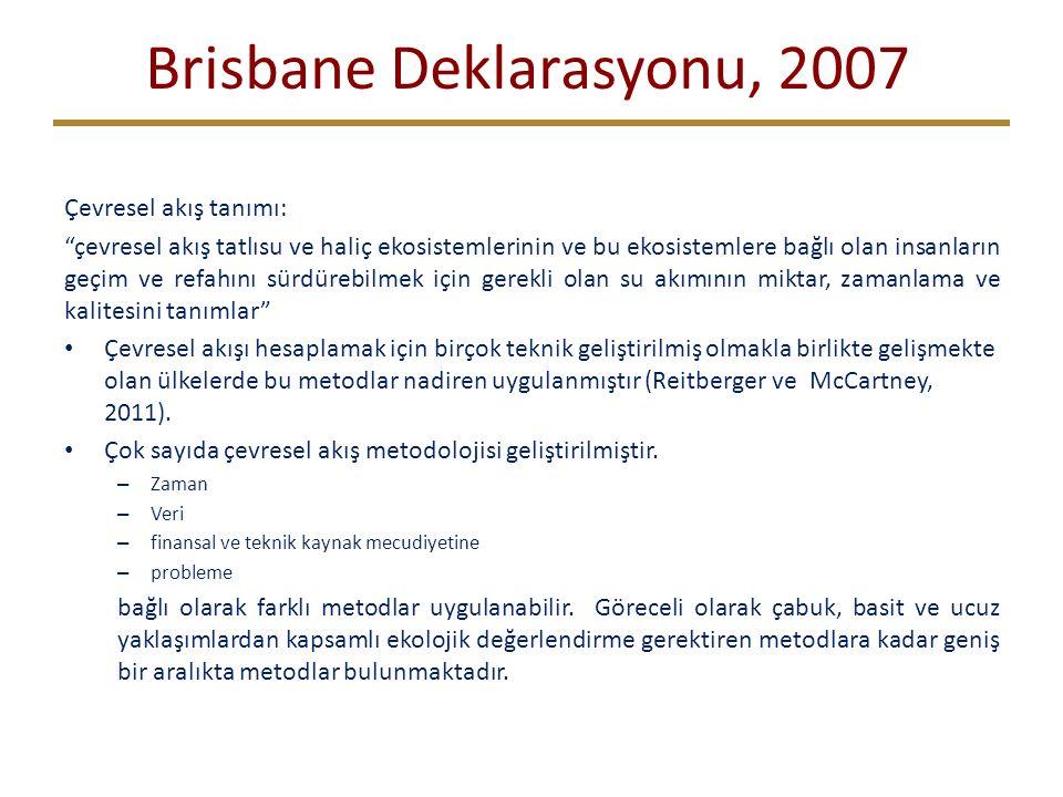 Brisbane Deklarasyonu, 2007 Çevresel akış tanımı: çevresel akış tatlısu ve haliç ekosistemlerinin ve bu ekosistemlere bağlı olan insanların geçim ve refahını sürdürebilmek için gerekli olan su akımının miktar, zamanlama ve kalitesini tanımlar Çevresel akışı hesaplamak için birçok teknik geliştirilmiş olmakla birlikte gelişmekte olan ülkelerde bu metodlar nadiren uygulanmıştır (Reitberger ve McCartney, 2011).