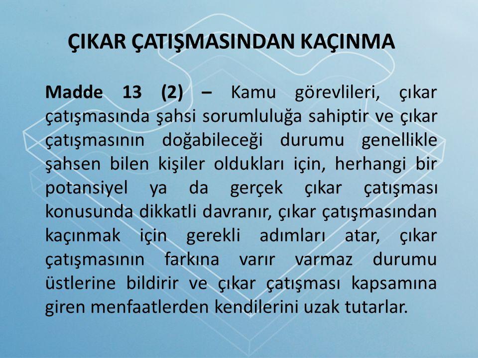 Madde 13 (2) – Kamu görevlileri, çıkar çatışmasında şahsi sorumluluğa sahiptir ve çıkar çatışmasının doğabileceği durumu genellikle şahsen bilen kişil