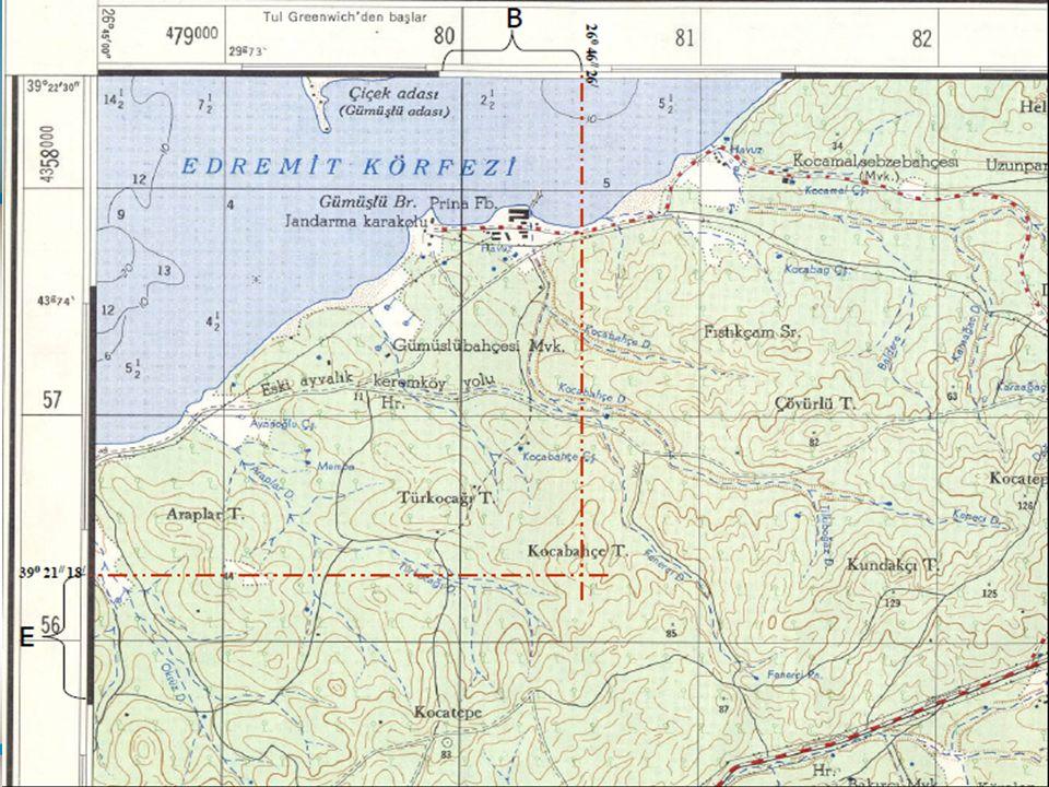  Haritaların her köşesinde o köşelere ait enlem ve boylam değerleri yazılıdır, ayrıca kitabelerinde enlem ve boylamlara ait siyah beyaz işaretlenmiş birer dakikalık çizgiler bulunmaktadır.