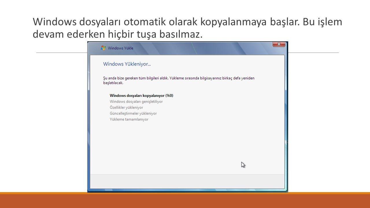 Windows dosyaları otomatik olarak kopyalanmaya başlar. Bu işlem devam ederken hiçbir tuşa basılmaz.