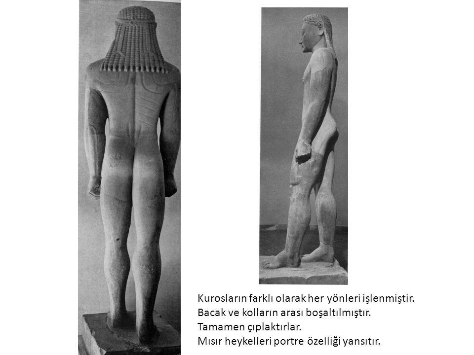 Kurosların farklı olarak her yönleri işlenmiştir. Bacak ve kolların arası boşaltılmıştır. Tamamen çıplaktırlar. Mısır heykelleri portre özelliği yansı