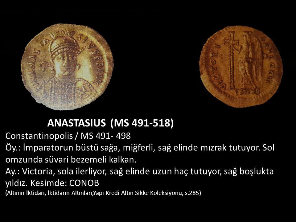 ANASTASIUS (MS 491-518) Constantinopolis / MS 491- 498 Öy.: İmparatorun büstü sağa, miğferli, sağ elinde mızrak tutuyor. Sol omzunda süvari bezemeli k