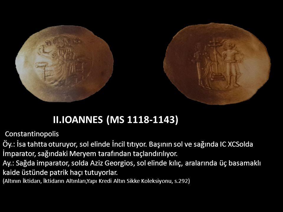 II.IOANNES (MS 1118-1143) Constantinopolis Öy.: İsa tahtta oturuyor, sol elinde İncil tıtıyor. Başının sol ve sağında IC XCSolda İmparator, sağındaki