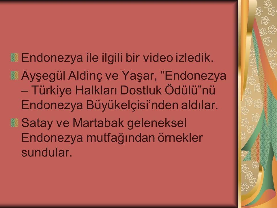 """Endonezya ile ilgili bir video izledik. Ayşegül Aldinç ve Yaşar, """"Endonezya – Türkiye Halkları Dostluk Ödülü""""nü Endonezya Büyükelçisi'nden aldılar. Sa"""