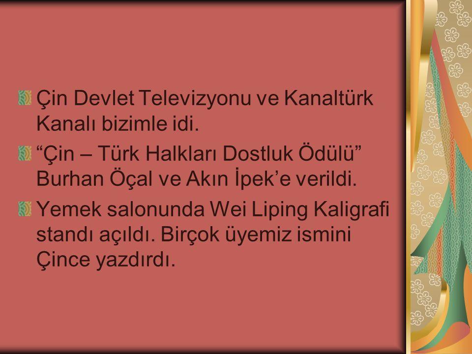 """Çin Devlet Televizyonu ve Kanaltürk Kanalı bizimle idi. """"Çin – Türk Halkları Dostluk Ödülü"""" Burhan Öçal ve Akın İpek'e verildi. Yemek salonunda Wei Li"""