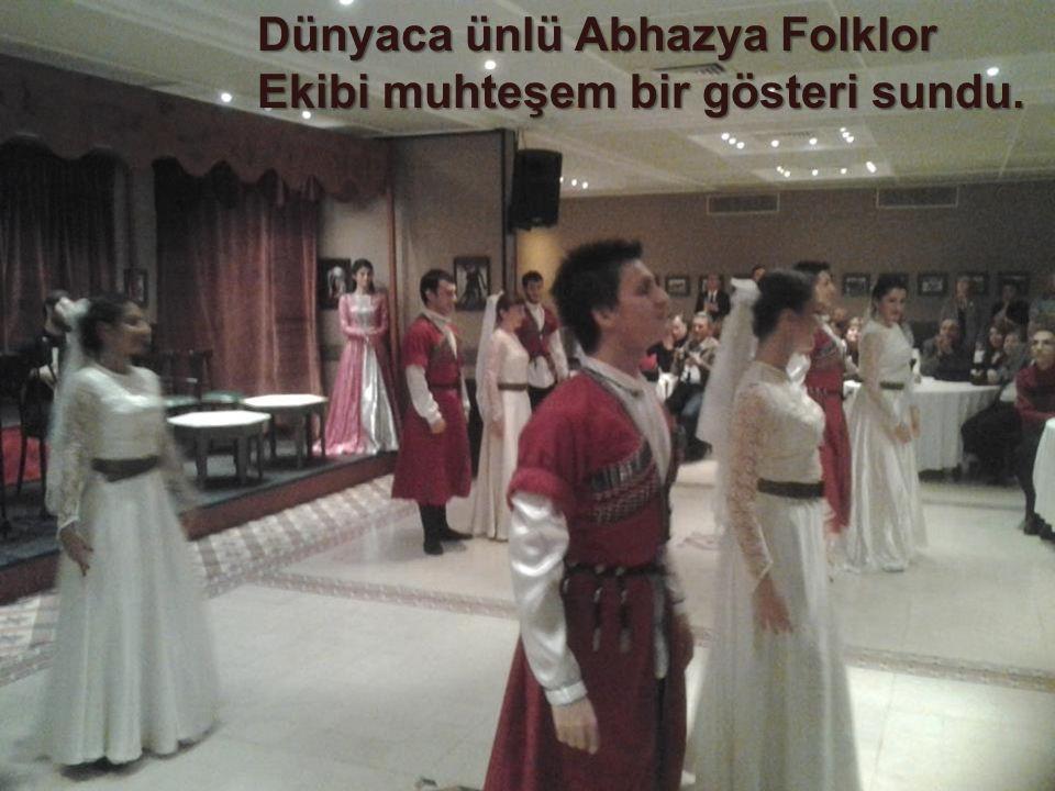 Dünyaca ünlü Abhazya Folklor Ekibi muhteşem bir gösteri sundu.