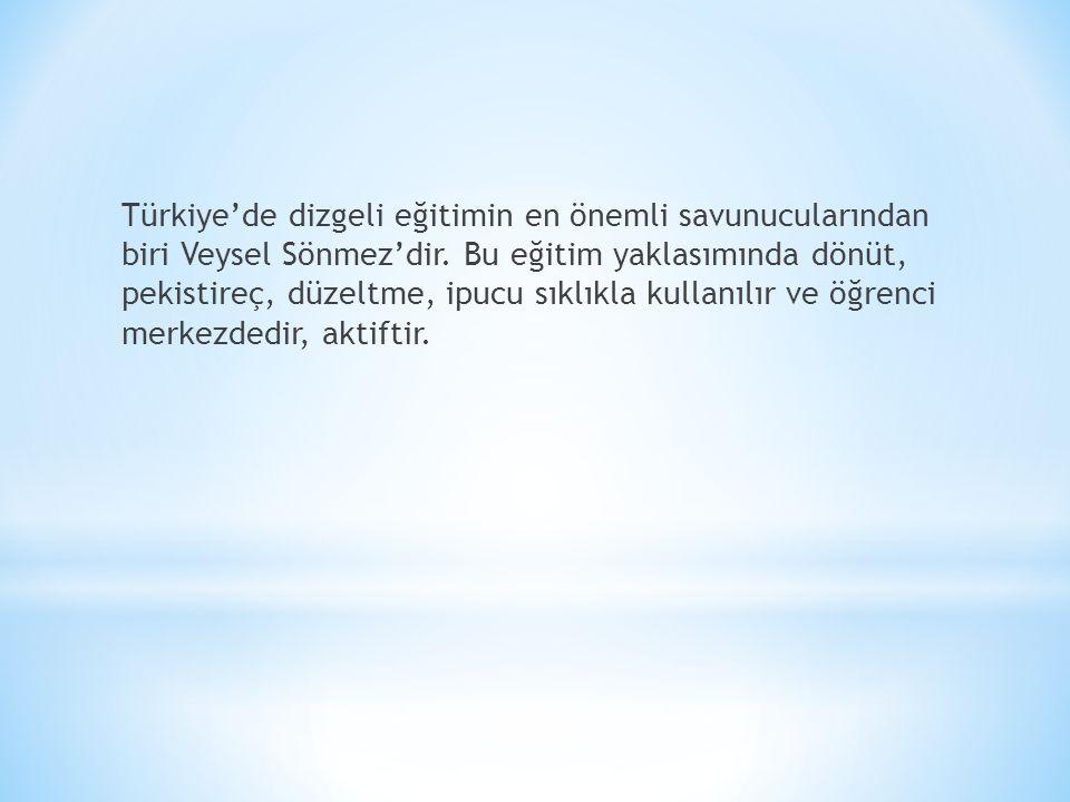 Türkiye'de dizgeli eğitimin en önemli savunucularından biri Veysel Sönmez'dir. Bu eğitim yaklasımında dönüt, pekistireç, düzeltme, ipucu sıklıkla kull
