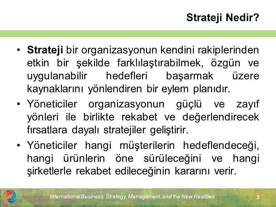 International Business: Strategy, Management, and the New Realities 4 Uluslararası Alanda Strateji Uluslararası alanda strateji, organizasyonun kendisini rakiplerle birlikte konumlandıran ve küresel ölçekte değer zinciri faaliyetlerini nasıl yapılandırmak istediğini belirleyen bir plandır.