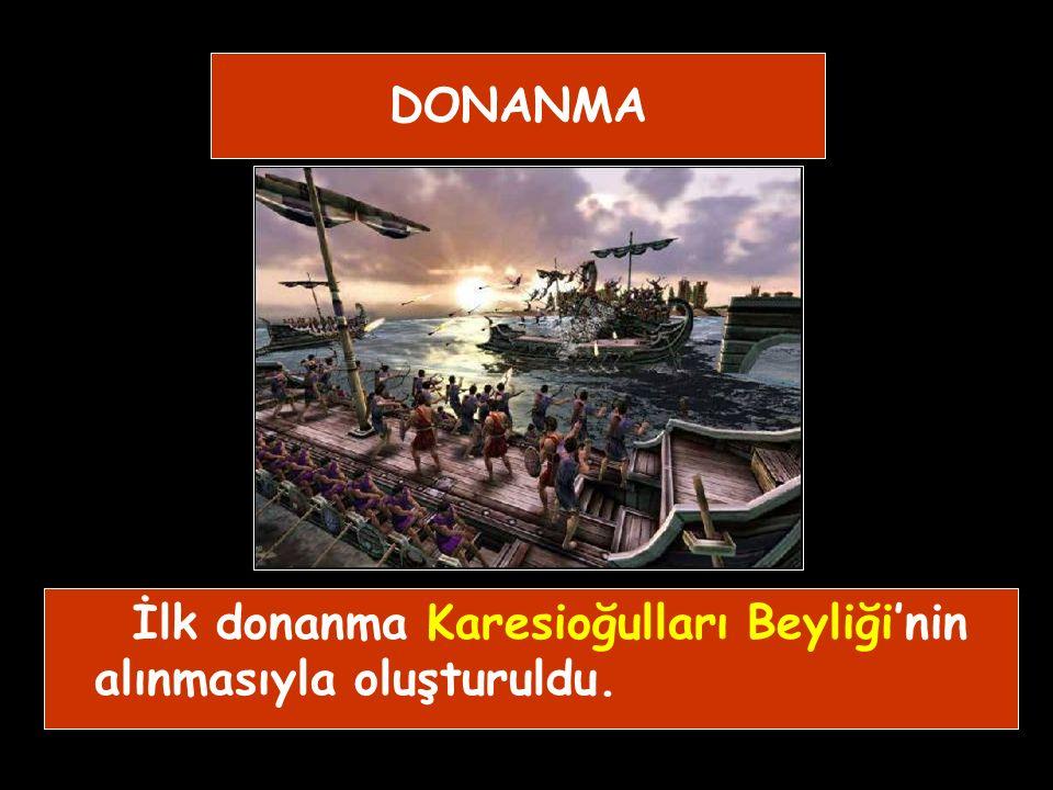 1) Akıncılar: Tamamı Türkmenlerden oluşan, sınır boylarında oturan, düşman boylarına akınlar yapan vurucu kuvvetlerdi. YARDIMCI KUVVETLER 2) Azaplar: