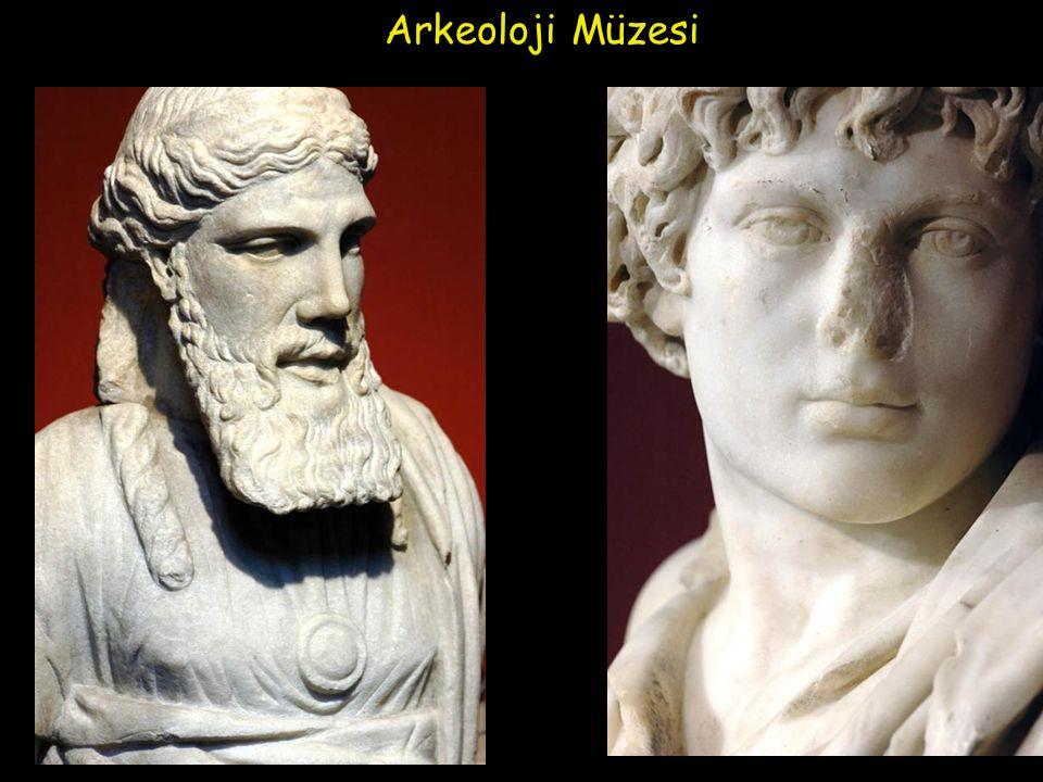 Bir nehirde iki kez yıkanılmaz diyerek her şeyin değiştiğini söyleyen ünlü filozof Heraklit (İ.Ö 540- 480) Efes'te yaşamıştır.